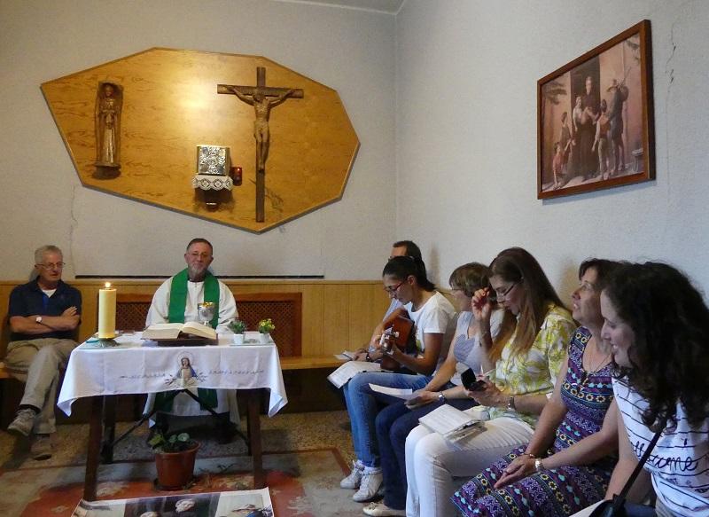 Visita Miguel Angel Cuadrillero. En la capilla